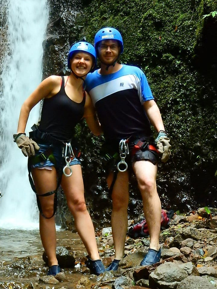 View of a couple enjoying their canyoing tour in Costarica