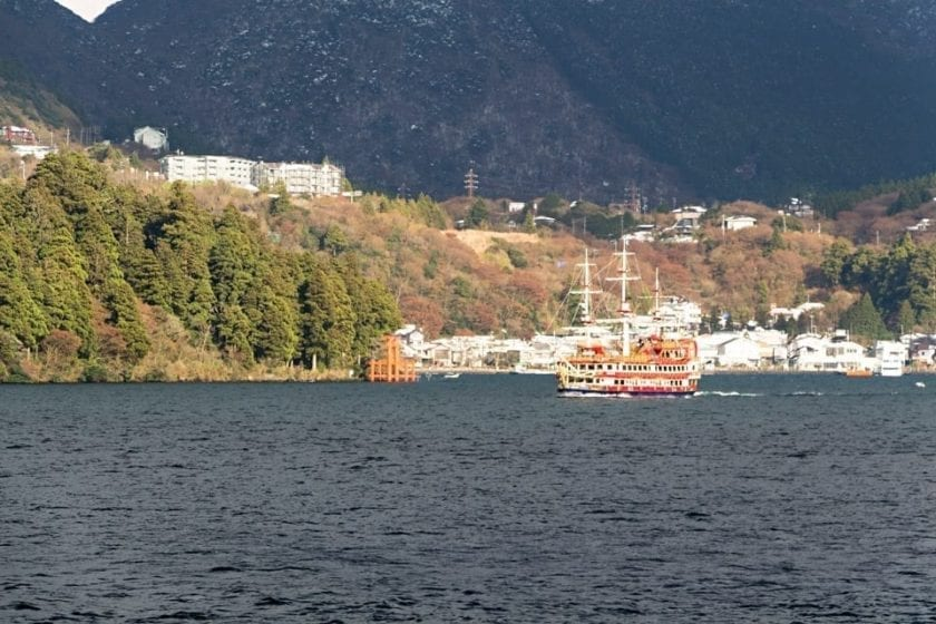 Lake Ashi with a traditional Japanese ship and a Torii gate in Hakone area - an interesting day trip from Tokyo